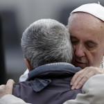 L'abbraccio di Papa Francesco