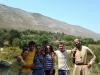 Don Giuseppe e i giovani di Kuçovë al campeggio estivo