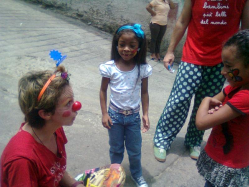 La dottoressa clown con i bambini